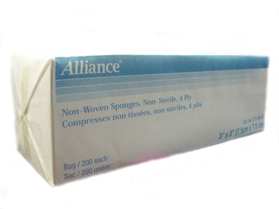 "Photo de Compresses non-tissées, non-stériles, 4 plis 3"" x 3"" - Alliance"